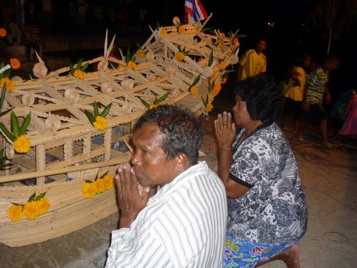 11.Vördar nyligen avlidna, vilka återvänder med Plajak båt till ursprungslandet[1]